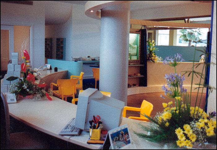Realizzazione mobili cucine camere camerette bagni for Poli arredamenti
